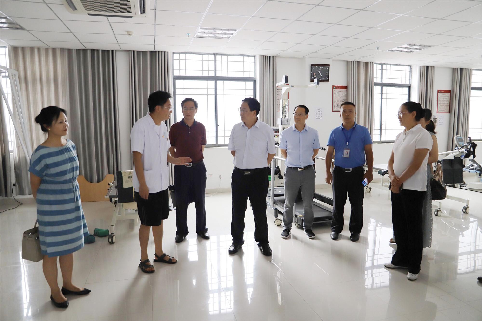 2019年7月25日,市人大常委会副主任汪先明到我院调研